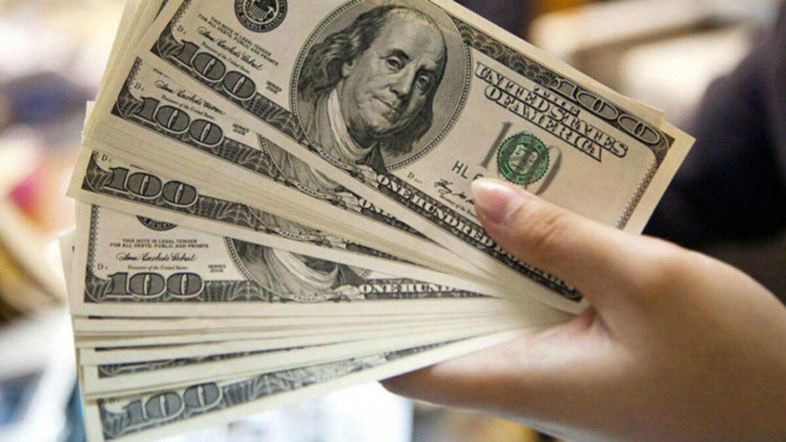El dólar blue bajó dos pesos.