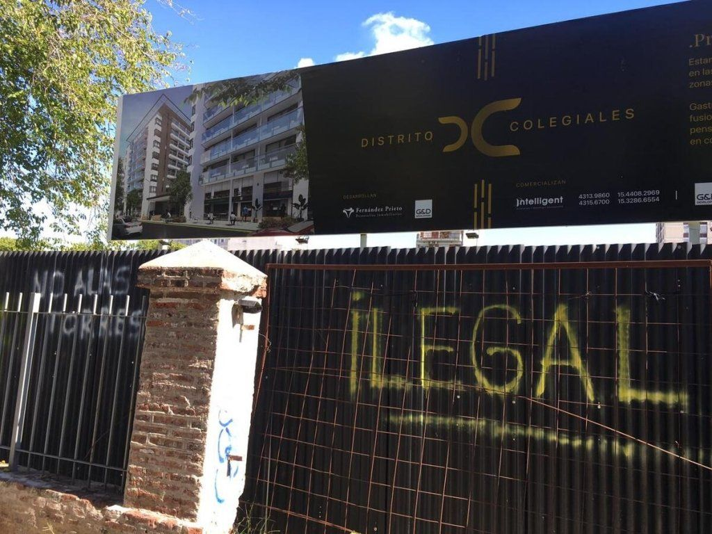 Colegiales: vecinos denuncian venta ilegal de un predio.