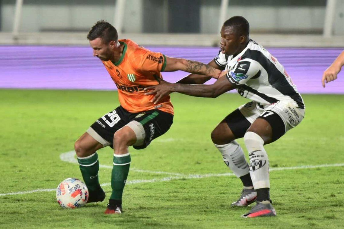 Banfield y Central Córdoba protagonizaron un disputado empate.