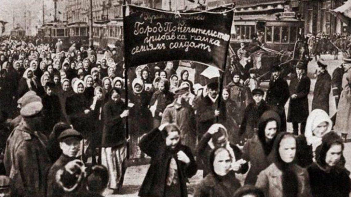 El Día Internacional de la Mujer fue institucionalizado por la ONU en 1975 para conmemorar la lucha de las mujeres trabajadoras.
