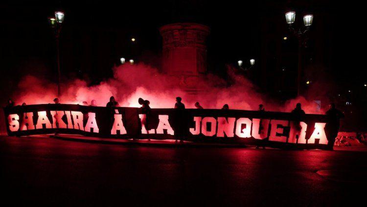 PSG: La repudiable bandera de sus hinchas hacia Shakira.