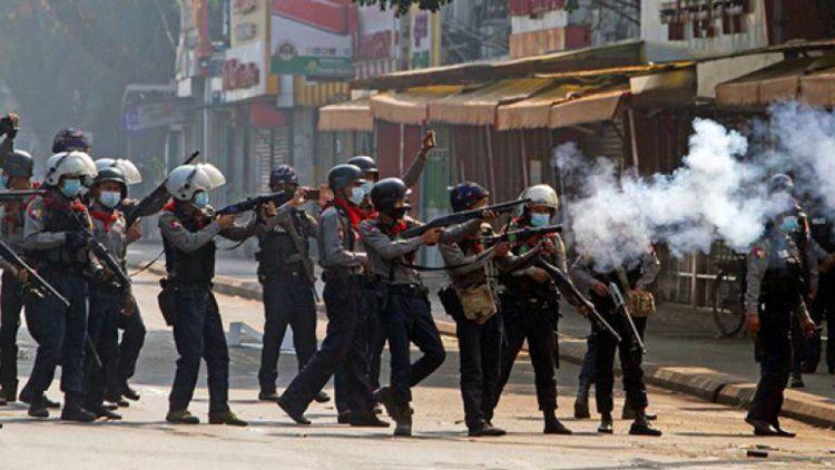 Birmania: protestas tras el golpe.
