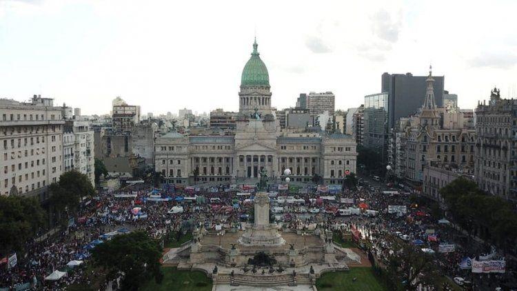 Miles de mujeres contra los femicidios y la violencia de género.