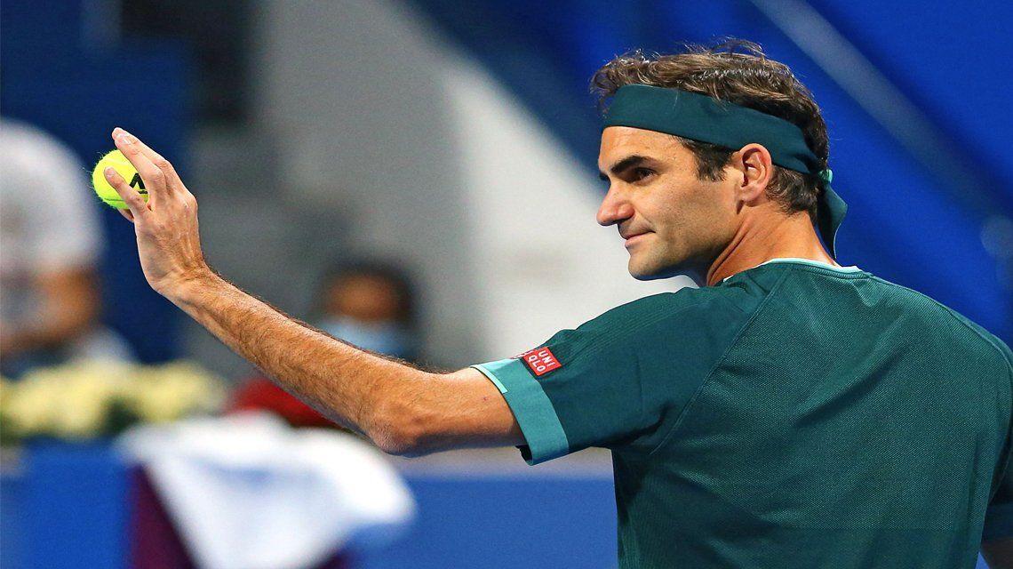 Roger Federer volvió al tenis con una victoria.
