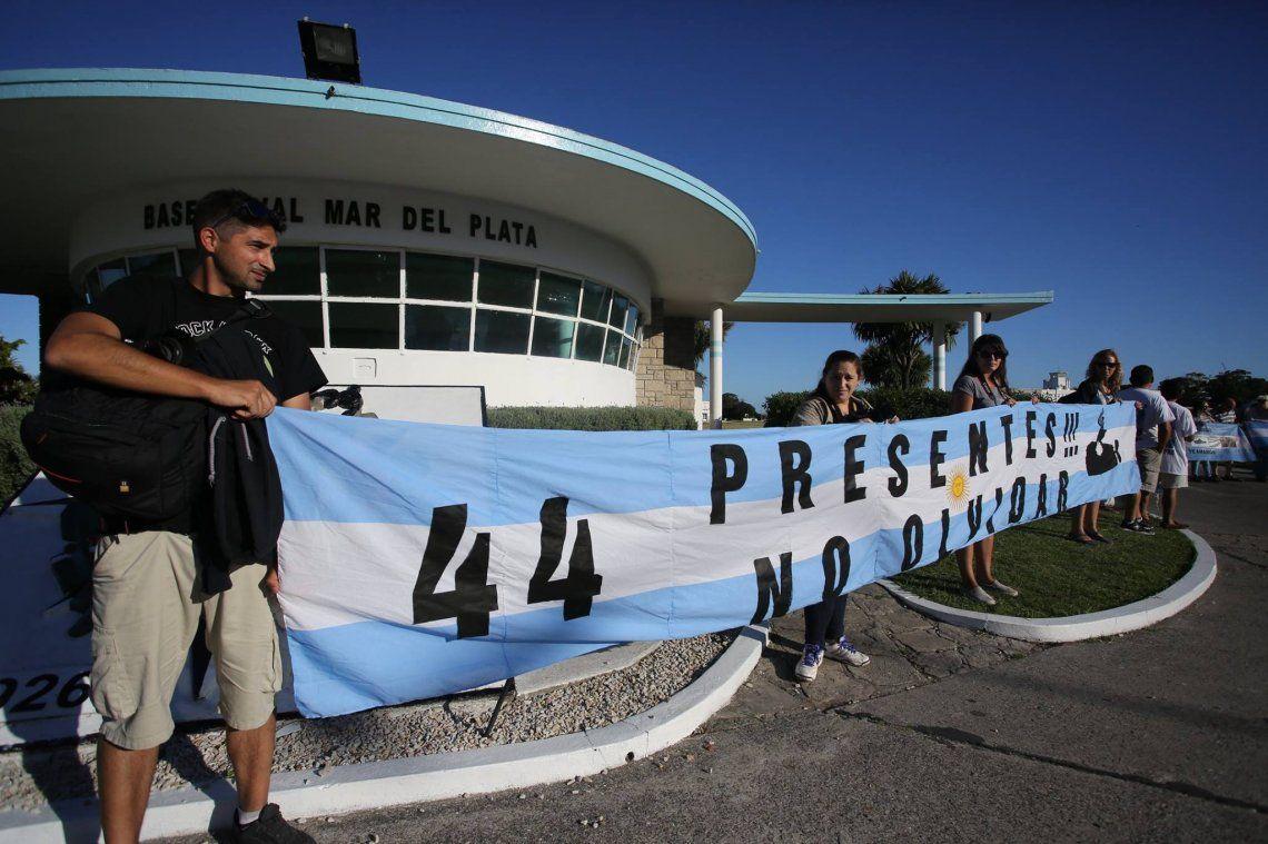 ARA San Juan: Se promulgó la ley que beneficia a los familiares de los 44 hérores