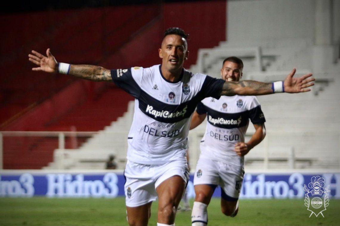 Lucas Barrios festeja el empate de Gimnasia ante Unión