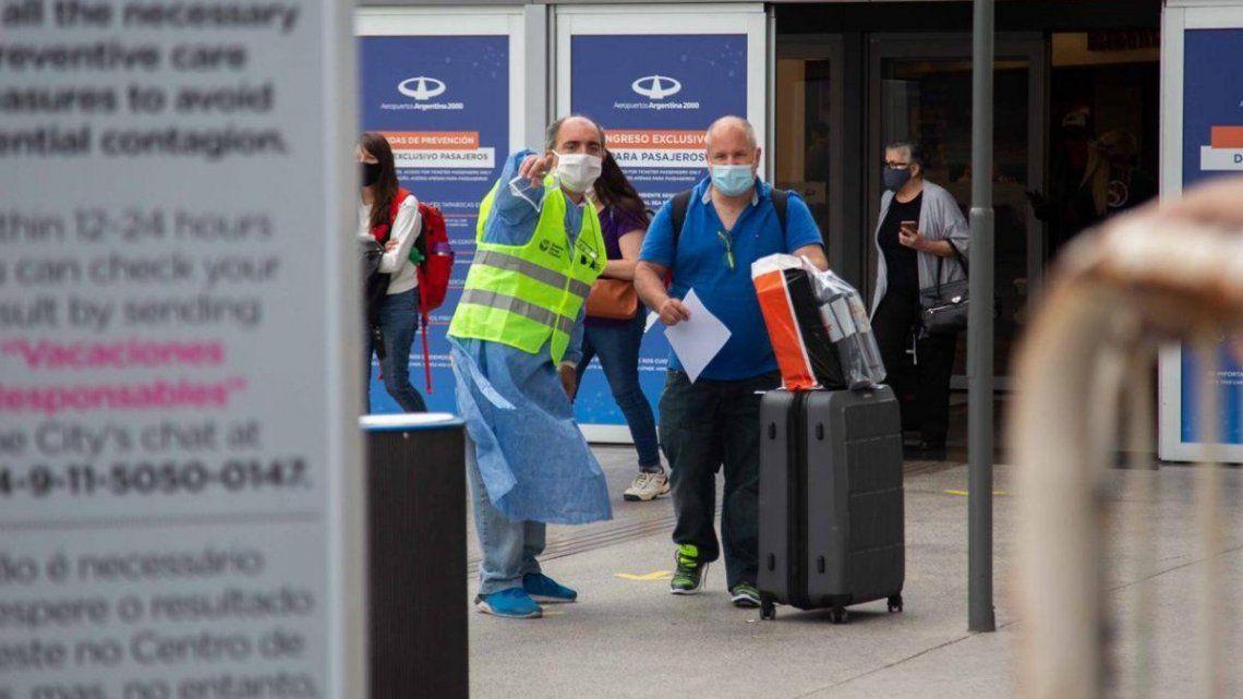Coronavirus: desalientan viajes al exterior por aparición de nuevas cepas