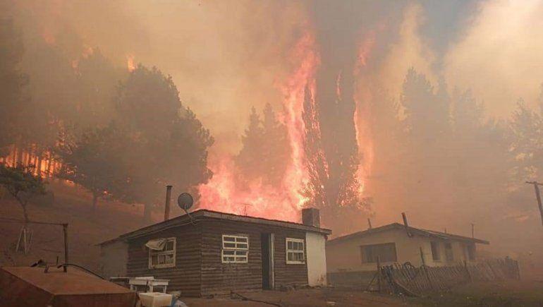Cerca de 500 viviendas fueron destruidas por completo o tuvieron daños parciales por los incendios.