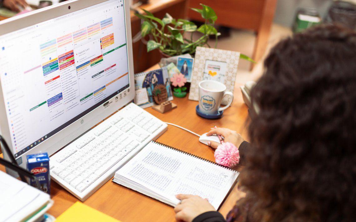 Clases virtuales: el 94% de los docentes no saben si los alumnos están navegando en otras apps