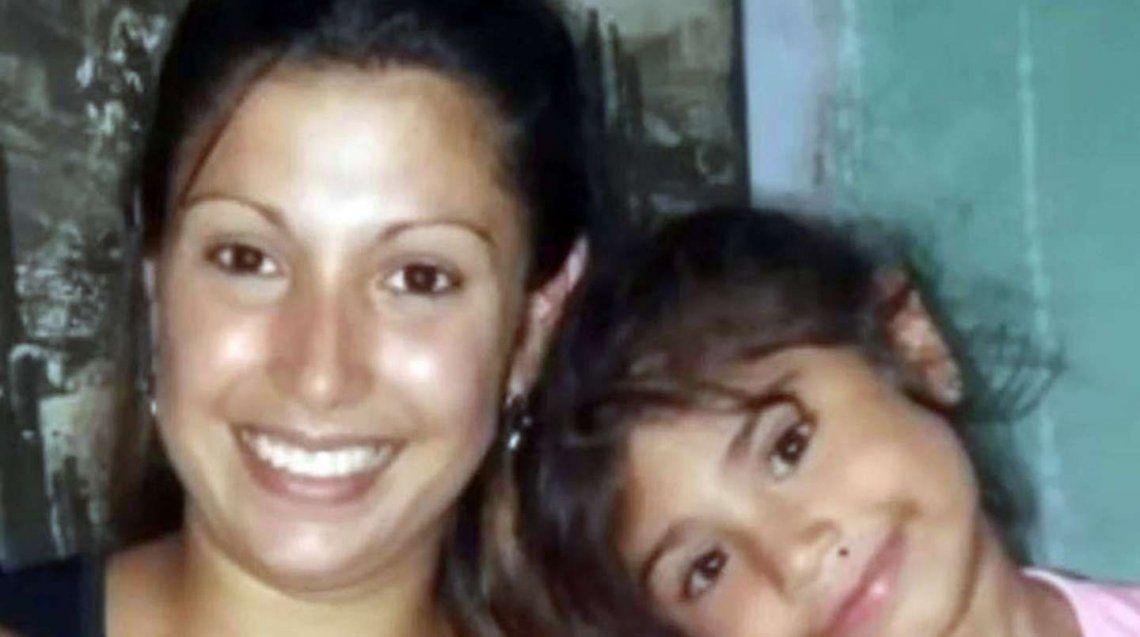 Tucumán: Taxi chocó a una moto en la que viajaba una familia.