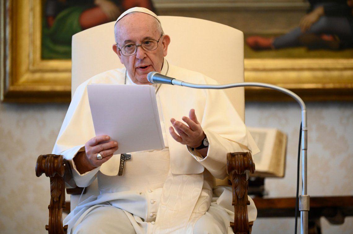 Francisco expresó su preocupación por Myanmar y pidió que prevalezca el diálogo.