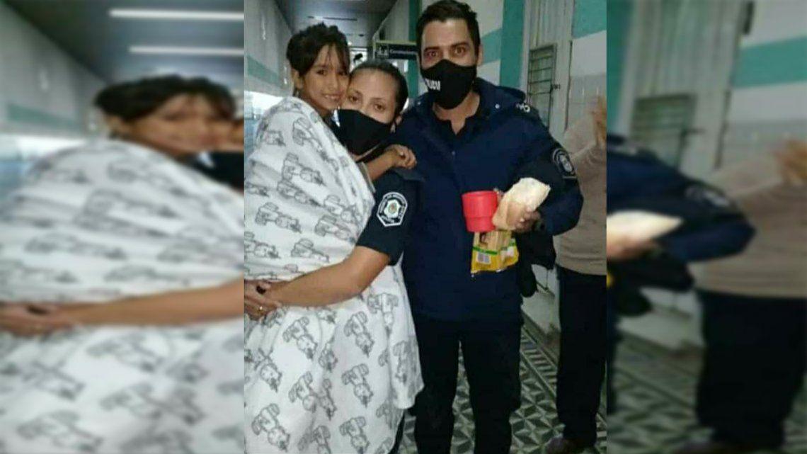 Maia Beloso y efectivos policiales que la encontraron en Luján.