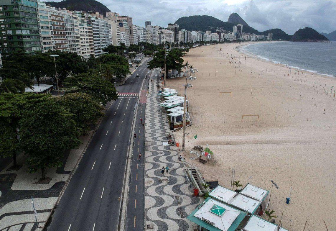 Río de Janeiro cierra playas por el avance del coronavirus