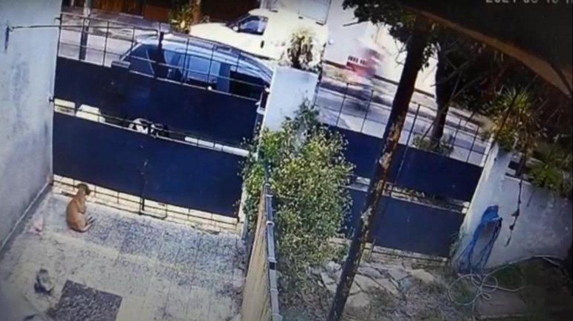 San Isidro: hacía wheelie con su moto y arrolló a un joven.