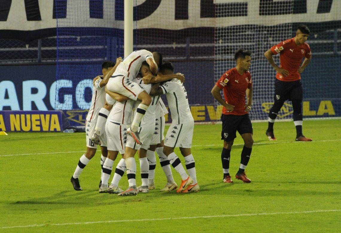 Vélez es el único líder de la Zona B.