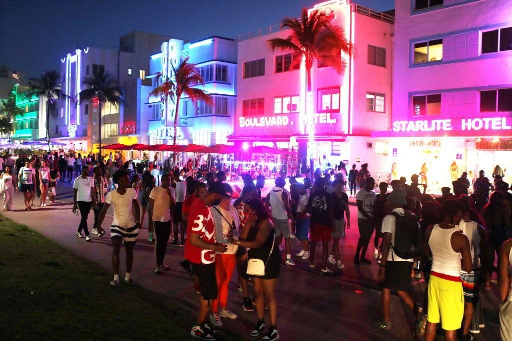 Toque de queda por 72 horas en Miami Beach