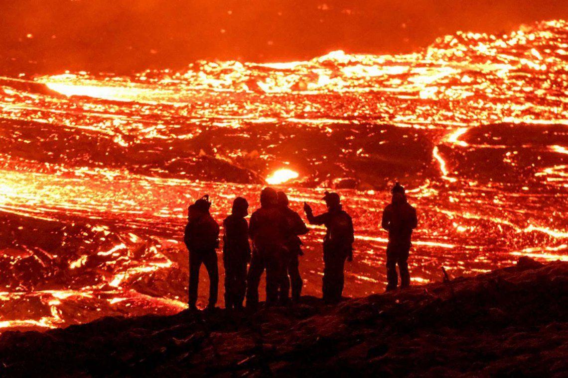 Islandia: erupción de un volcán.
