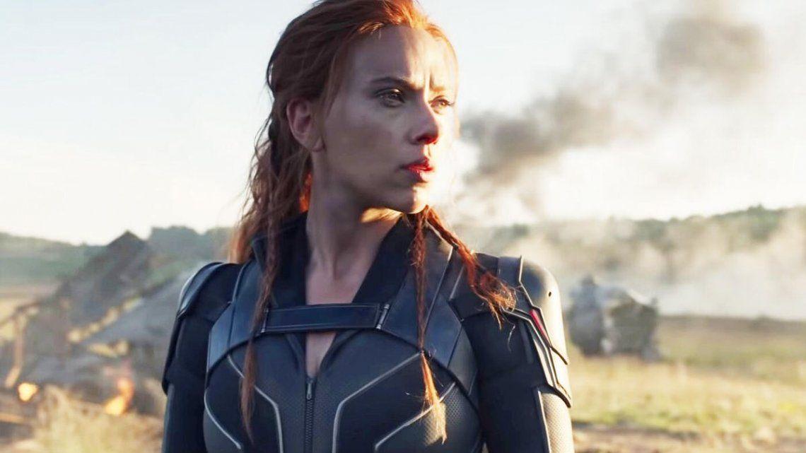 Scarlett Johansson demanda a Disney por haber estrenado Black Widow vía streaming.