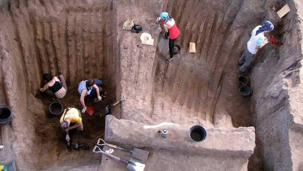 Estos científicos argentinos son referentes mundiales en antropología forense.