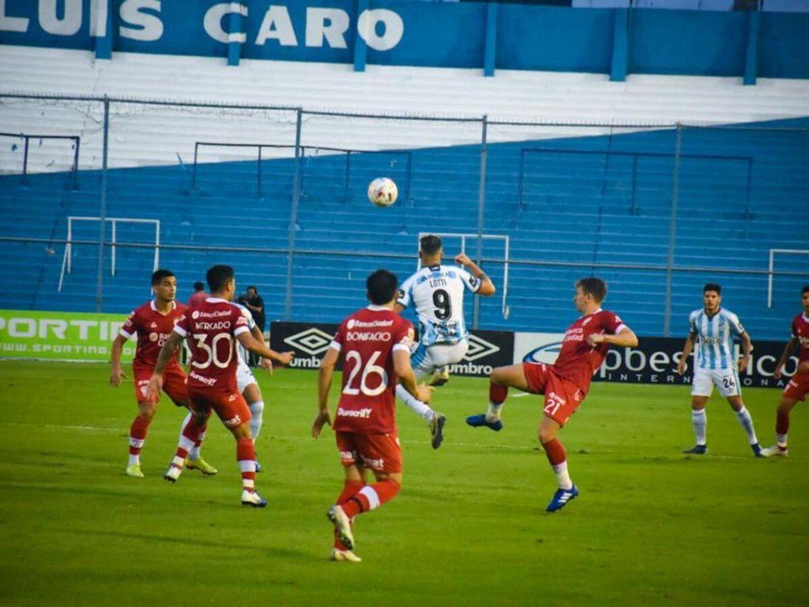 Atlético Tucumán y Huracán jugaron dos tiempos de 9 minutos.