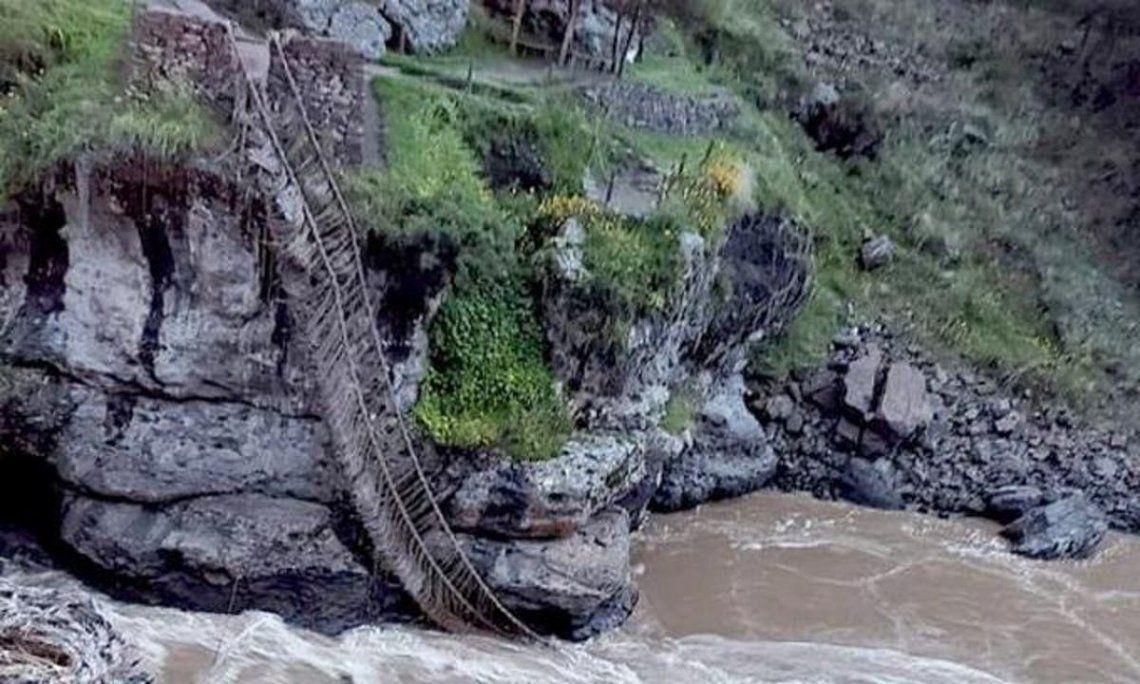 Cae puente del imperio inca en Perú por falta de mantenimiento.