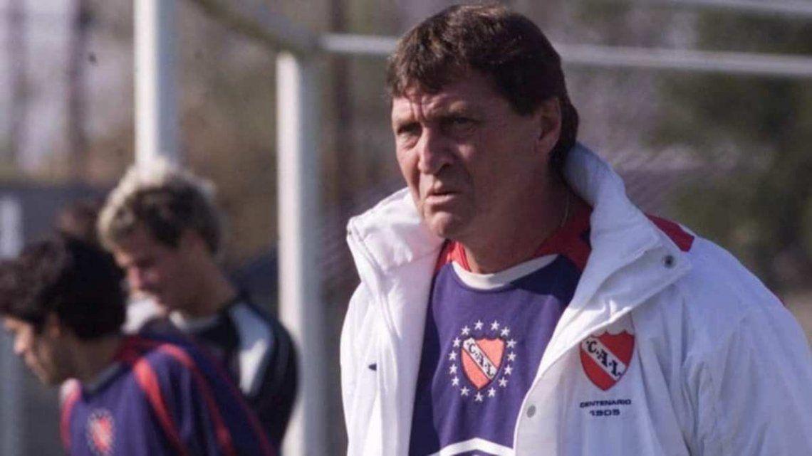 Julio César Falcioni metiómano en el primer equipo de Independiente