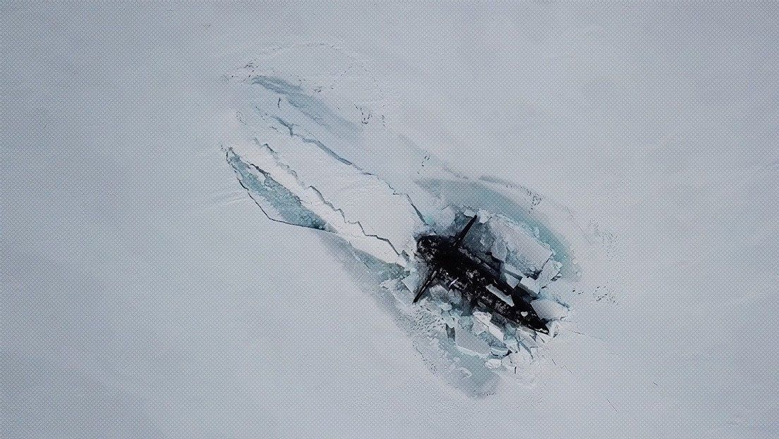 Rusia: emergen del hielo del Ártico tres submarinos nucleares.