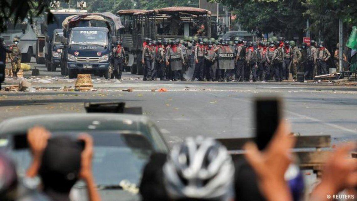 Birmania: Más de 300 muertos desde el comienzo de la dictadura militar