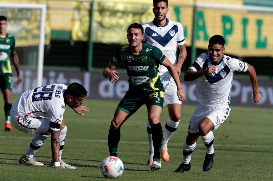 Vélez y Defensa terminaro con diez jugadores.