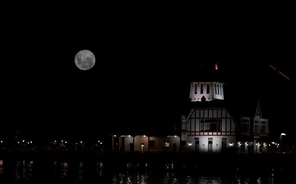 La Superluna se vio con mayor brillo y tamaño de lo habitual