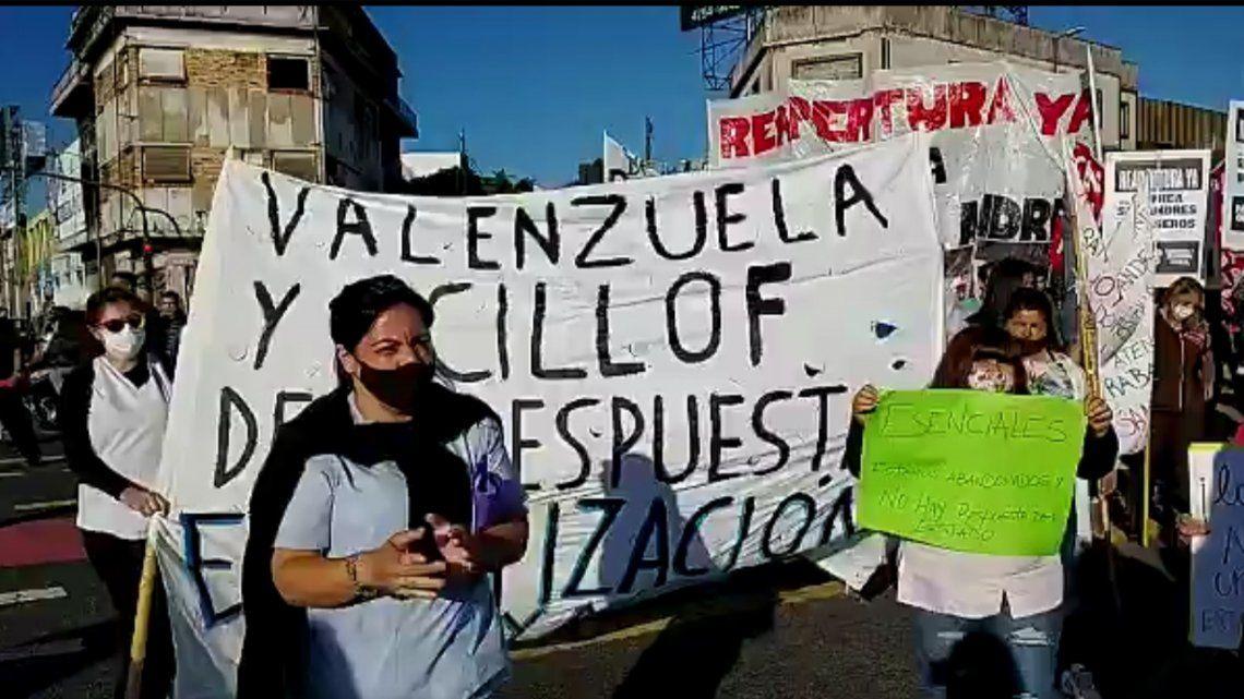 Trabajadores de la clínica ubicada en Tres de Febrero reclaman estatizar el establecimiento sanitario.