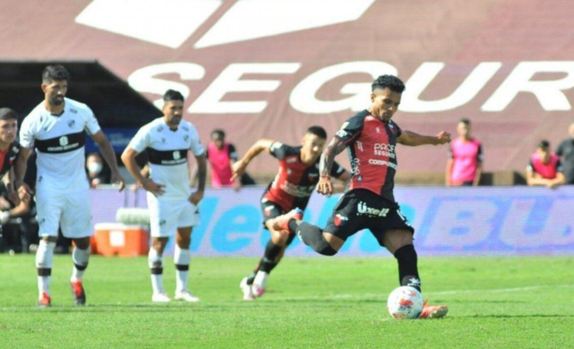 Colón buscará seguir en lo más alto de la Copa de la Liga cuando reciba el domingo a Argentinos bajo el arbitraje de fernando Espinoza