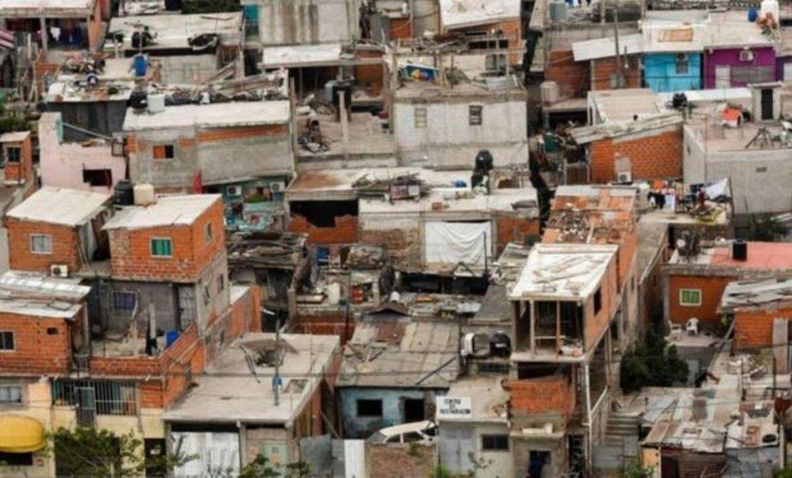 La pobreza alcanza al 42% de las personas y al 31