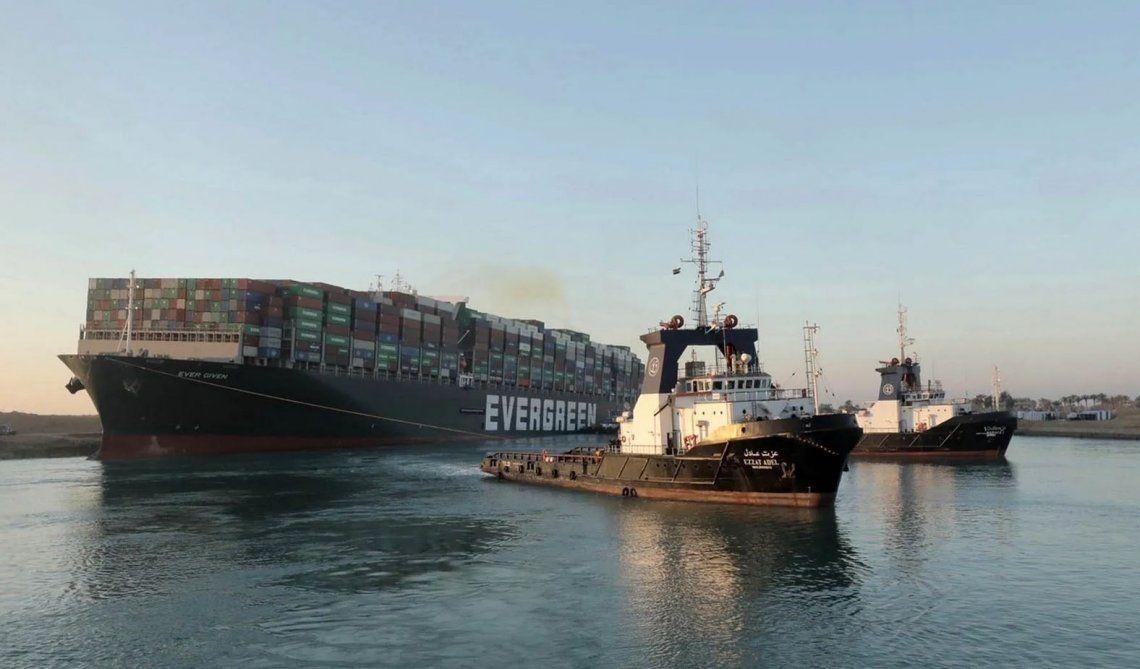 Canal de Suez: el buque no puede irse hasta terminar la investigación