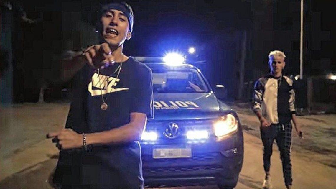 Rosario: Patrulleros participaron en un videoclip de trap.