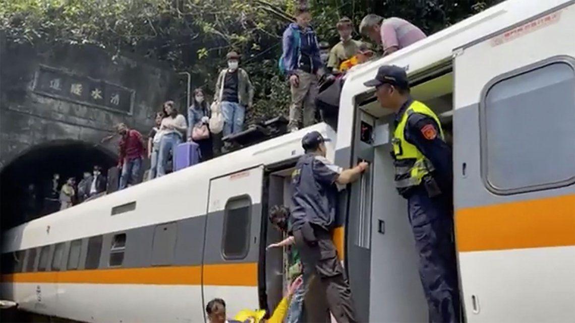 Taiwán: choque entre tren y camión deja al menos 48 muertos