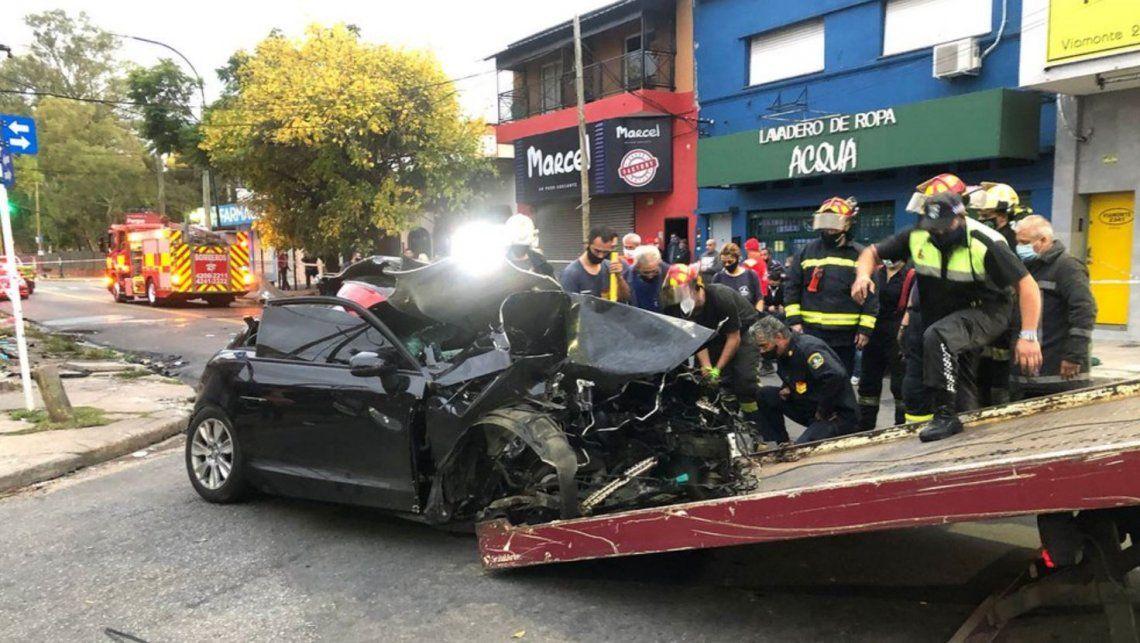 Alcoholizado, impactó su Audi contra una columna: dos jóvenes muertas