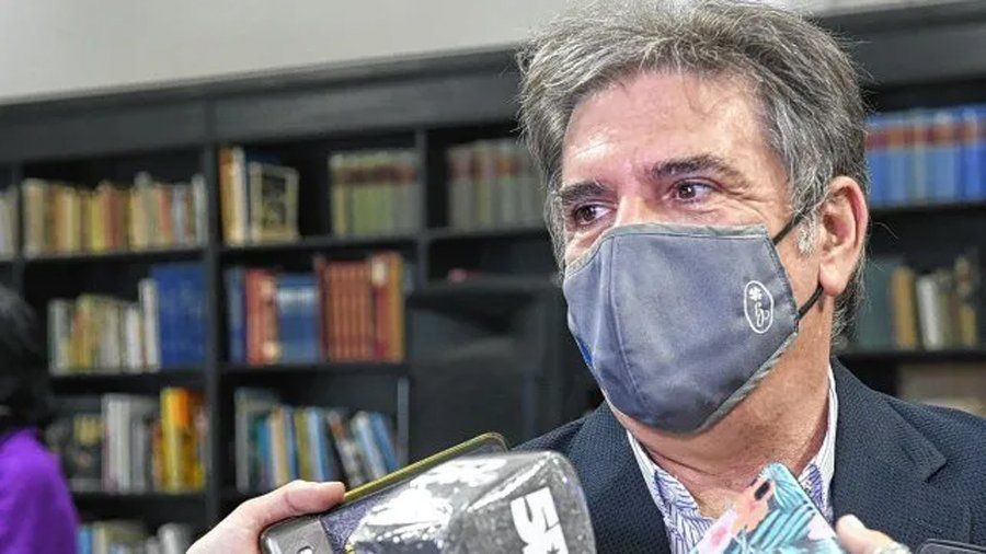 Santa Fe: LLonch dio explicaciones por las vacunas contra el coronavirus.