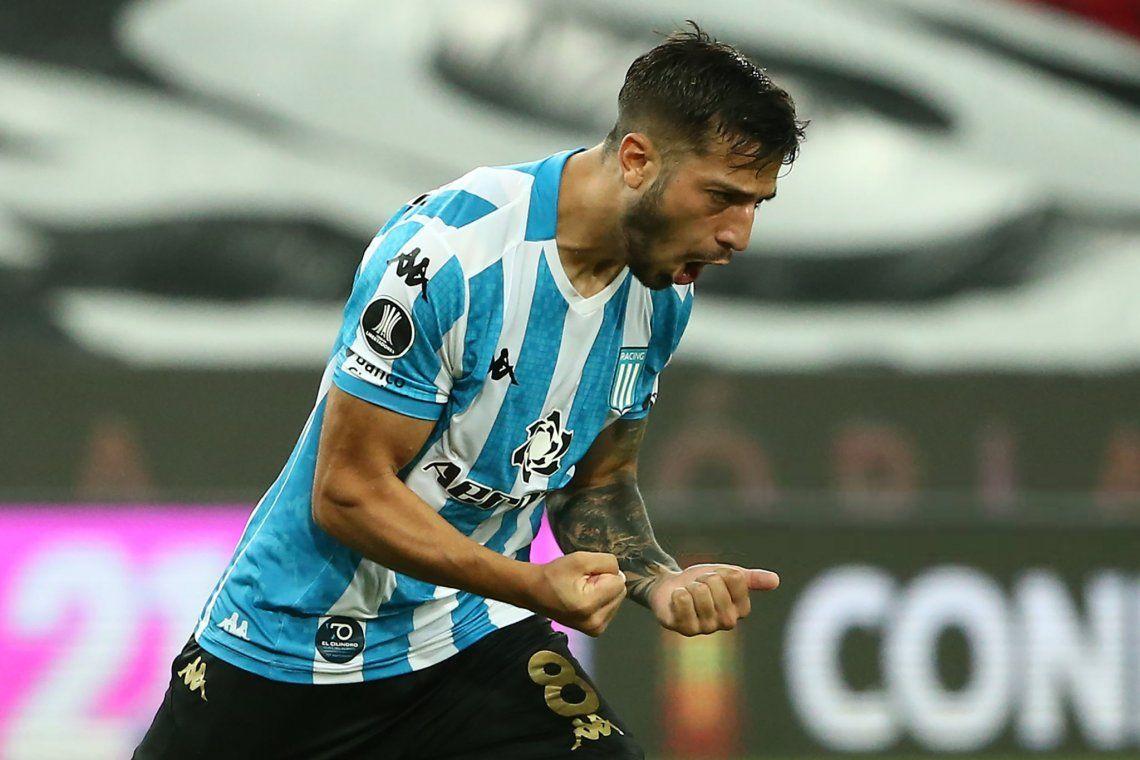 Fabricio Domínguez vuelve a jugar como lateral derecho en Racing