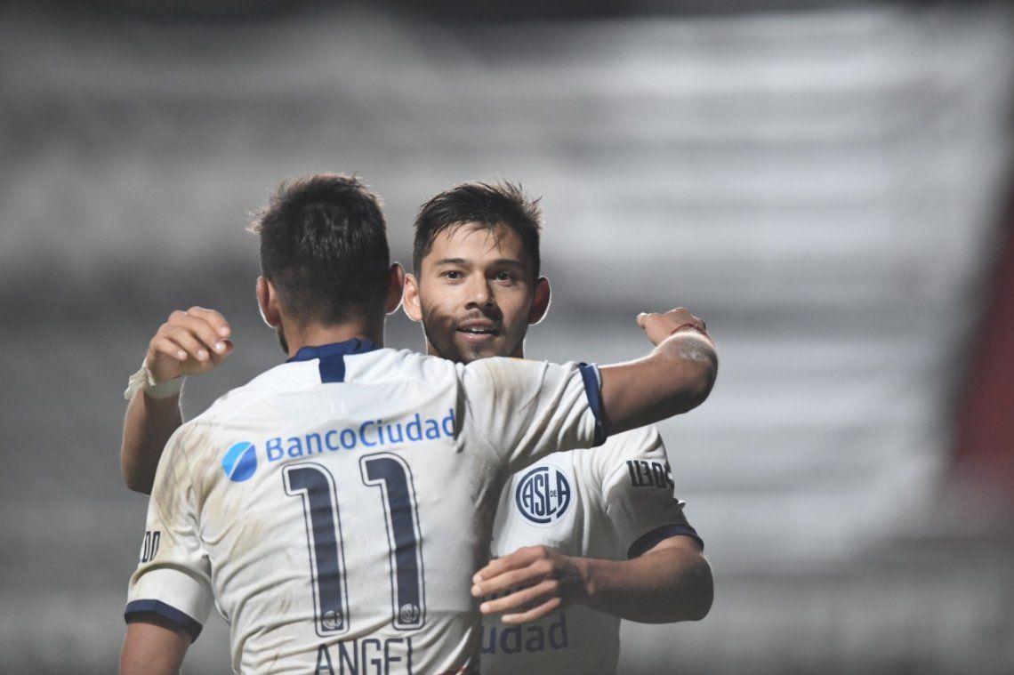 Ángel Romero y su hermano Óscar tratan de aprovechar sus minutos en cancha