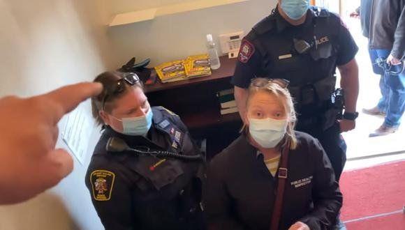 Canadá: pastor echó e insultó a policías.