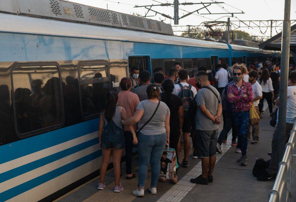 Las nuevas restricciones impondrían más controles en el transporte público.