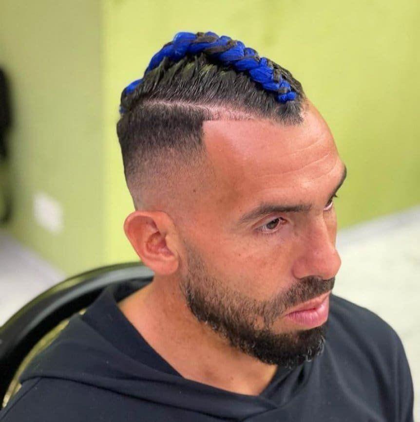 Carlos Tevez sorprendió a todos con su excéntrico nuevo look
