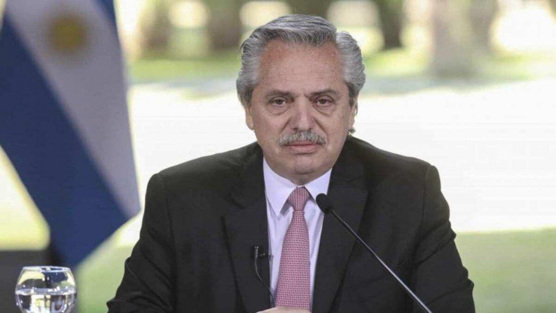 El presidente Alberto Fernández despidió a Alcira Argumedo.