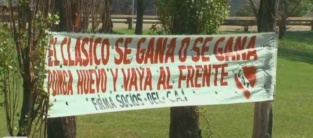 Los hinchas de Independiente meten presión antes del clásico.