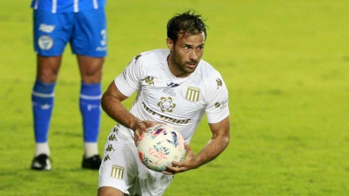 Darío Cvitanich ingresará en el ataque de Racing