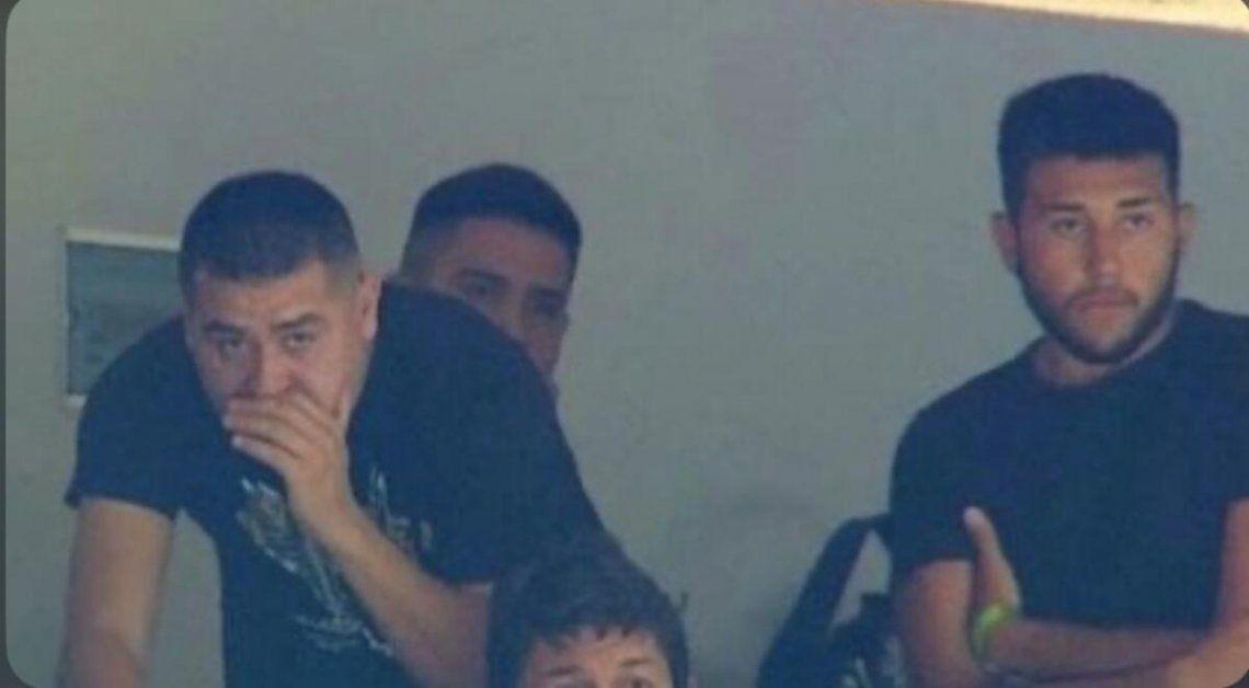 Riquelme junto a su hijo en la Bombonera el día del escándalo