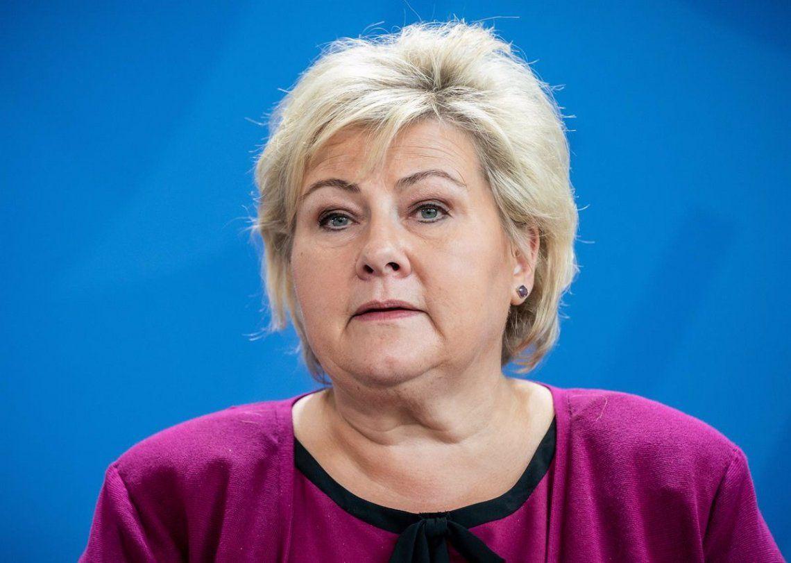 Noruega: multan a la primera ministra con 2.300 dólares por festejar su cumpleaños con más de 10 personas