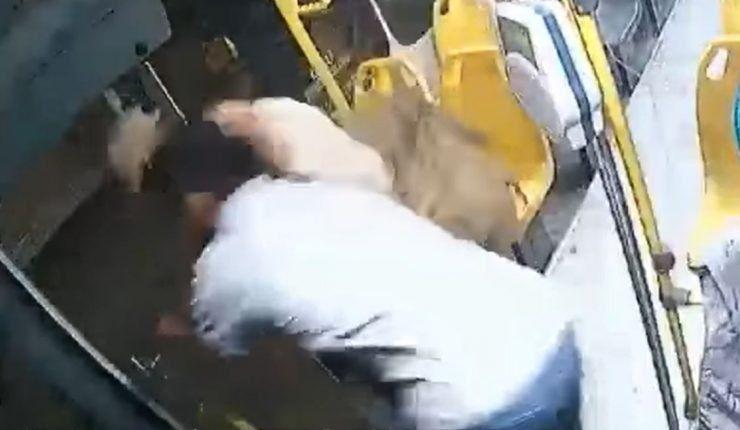 México: intentó robar un ómnibus y terminó eyectado