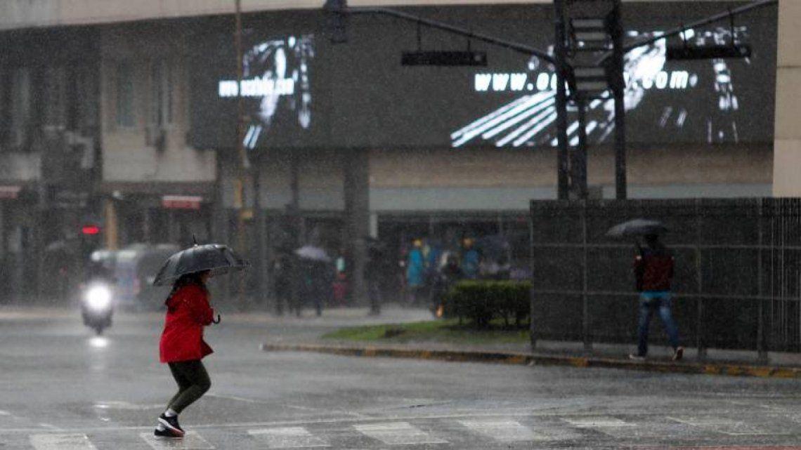 El tiempo en la Ciudad:  sábado con tormentas y una máxima de 23°